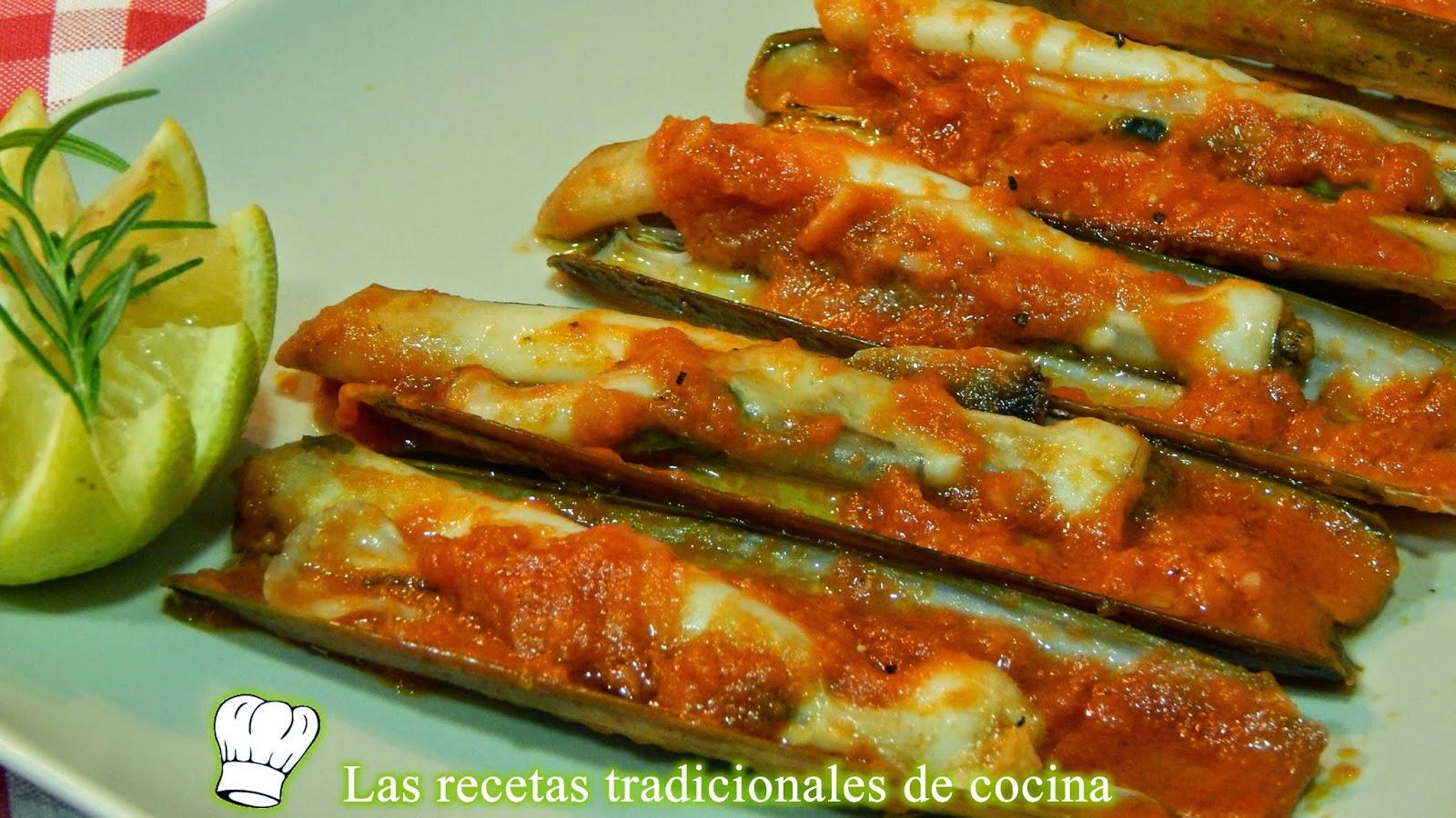 navajas con salsa de tomate