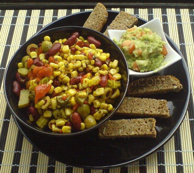 Meksička salata i guacamole (C) Enola Knezevic 2012