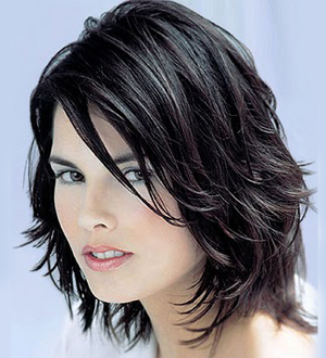 Прическа на пластове за средно дълга коса - Дамска подстрижка Каскада