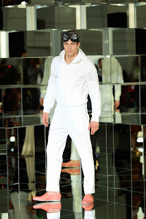 dirk-bikkembergs, style-moderne-epuree, elegance, menswear, collection, spring-summer, milan-fashion-week, fashion-week, semaine-mode, mode-a-paris, preppy, patchworks, footwear, seduction, fragments, du-dessin-aux-podiums