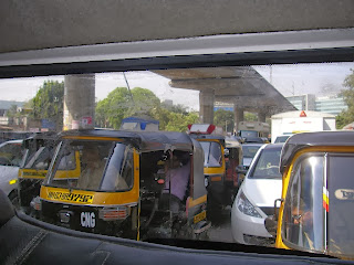 Mumbai traffic (tuktuks and small cars)