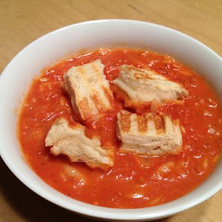 tomato+soup+with+grilled+cheese+croutons.jpg