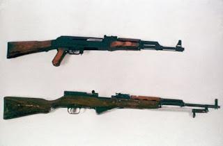 """Автомат АК-47 """"Калашников"""" и карабин Симонова"""
