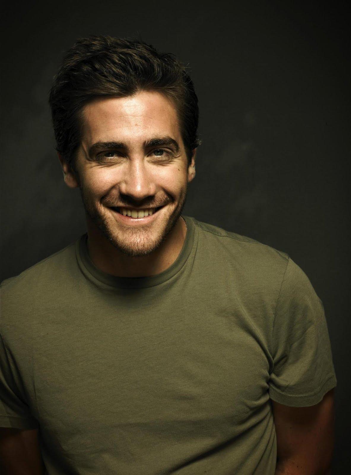 http://3.bp.blogspot.com/-HX-Vw-a1QFg/T2NDARfIXSI/AAAAAAAAB2U/XTOEDmEoRzY/s1600/persia-may20-jake-gyllenhaal-as-dastan-prince-of-persia.jpg