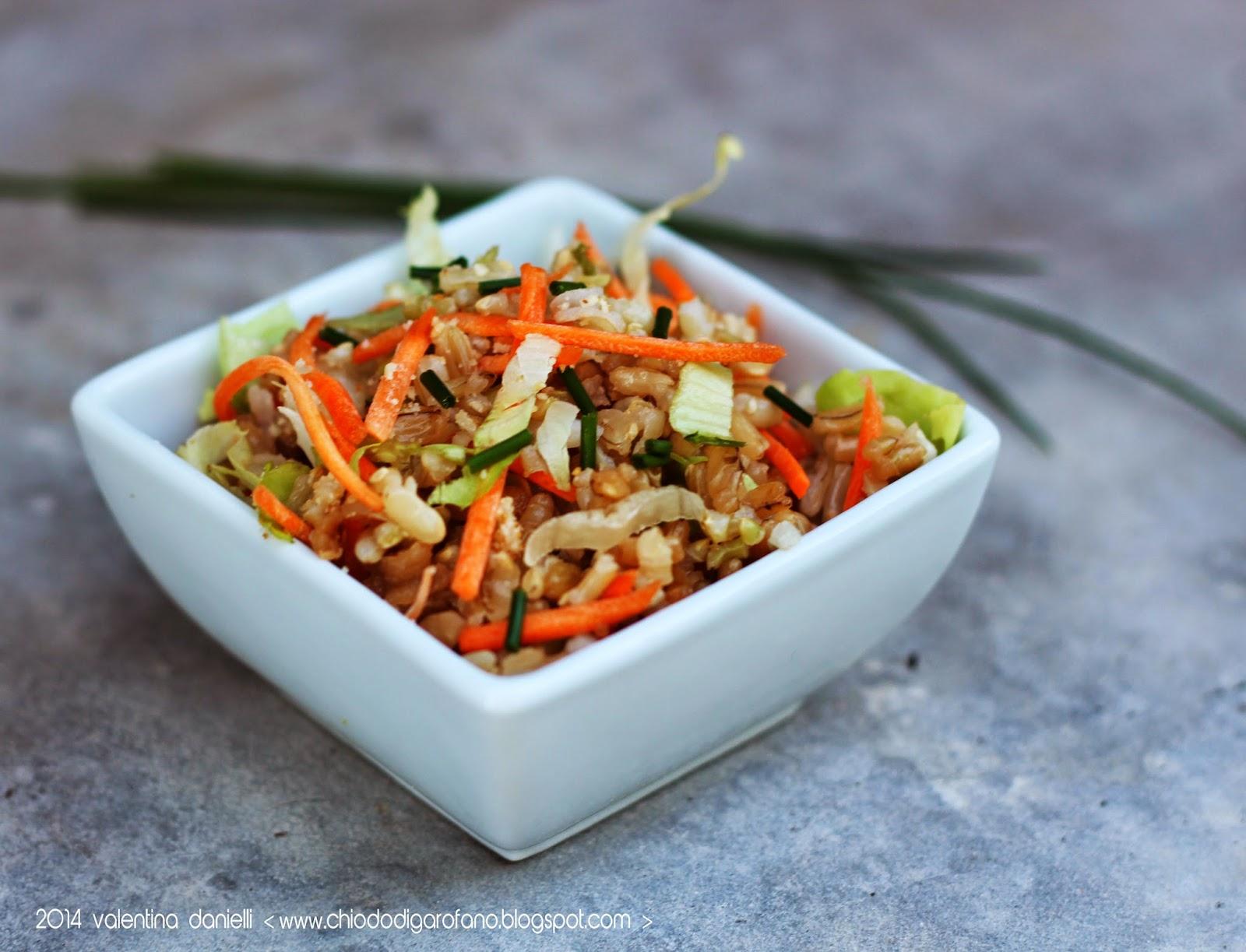 insalata di riso integrale con crudità