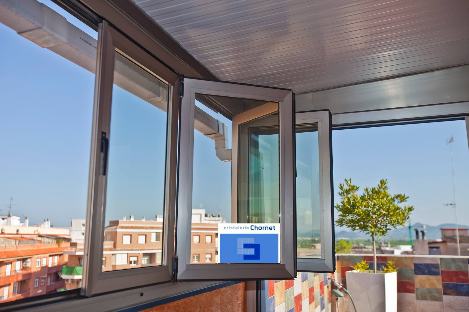 Cristaler a chornet vidrio cristal ventanas empresas y particulares cerramientos con - Cerramientos de balcones ...