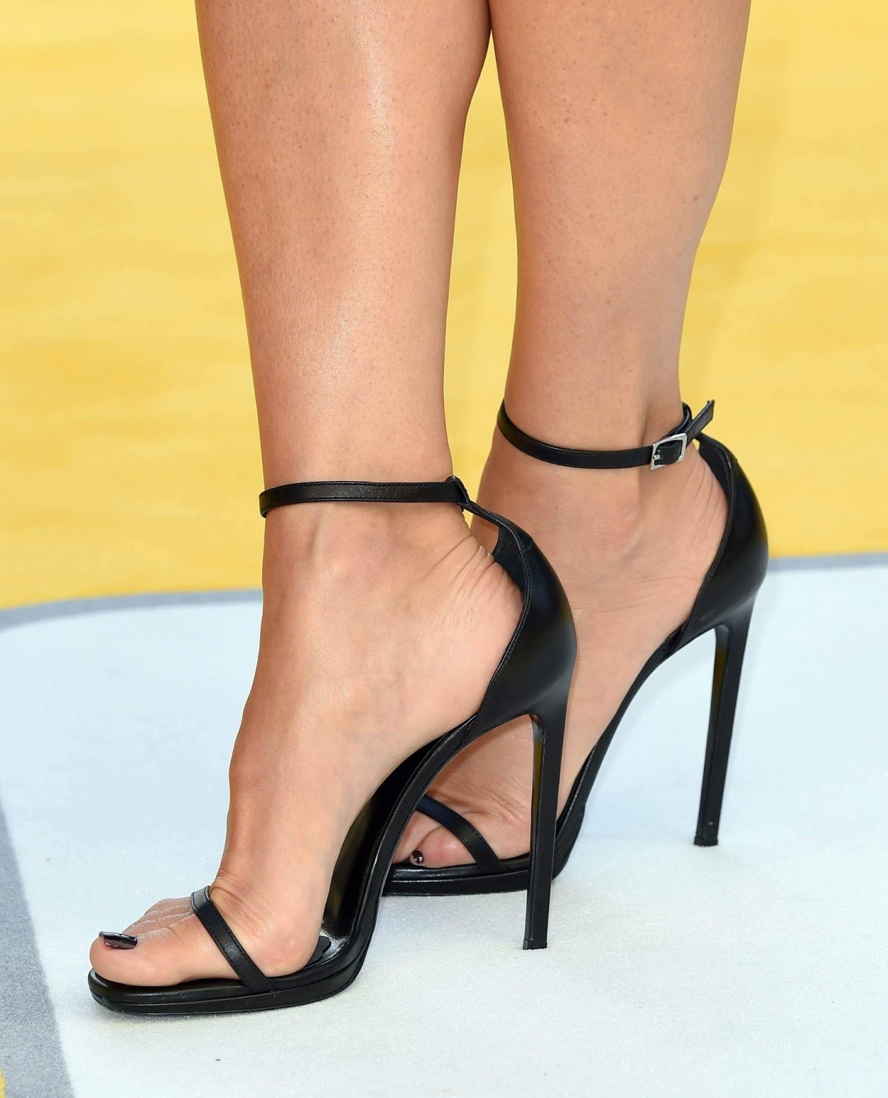 sandra bullock feet pictures
