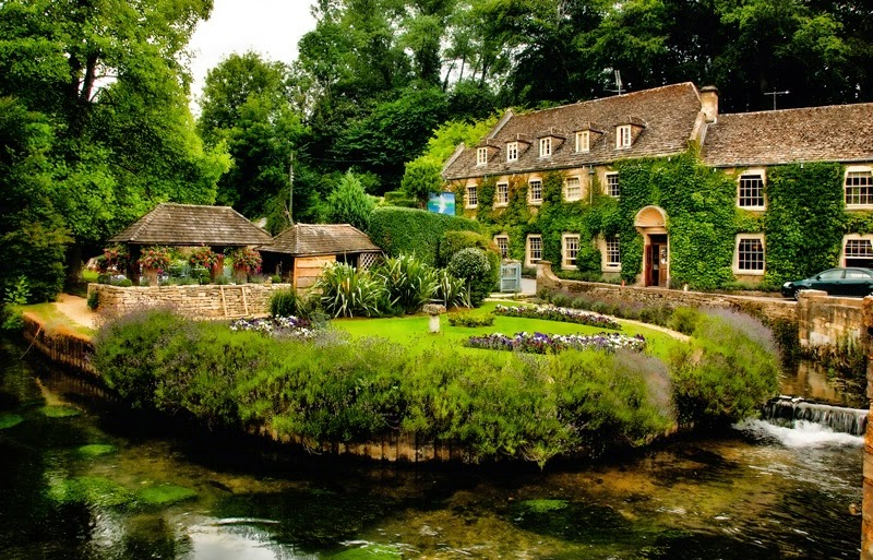 Cheap hotels for you the most beautiful village in england for Beautiful hotels