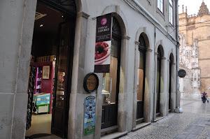 Em Coimbra, visite COISAS E SABORES