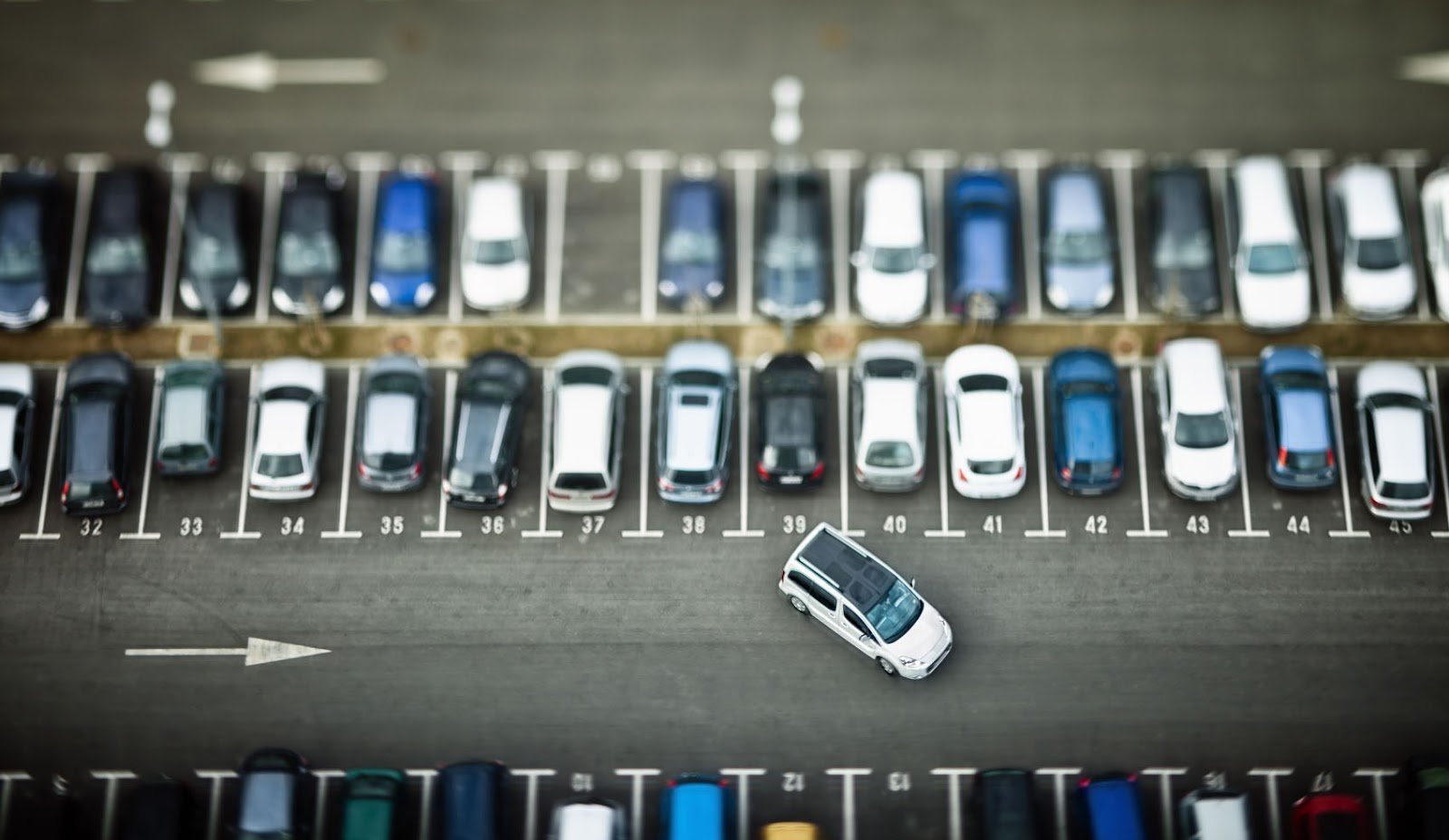 Coches en aparcamiento