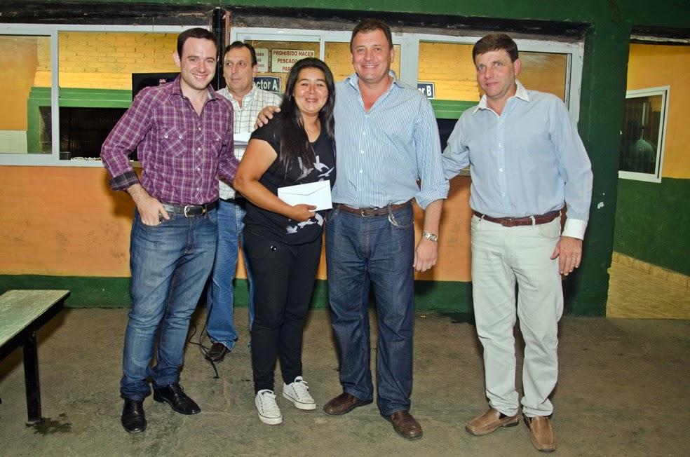 Raimundo entregó ayuda a equipos de fútbol femenino
