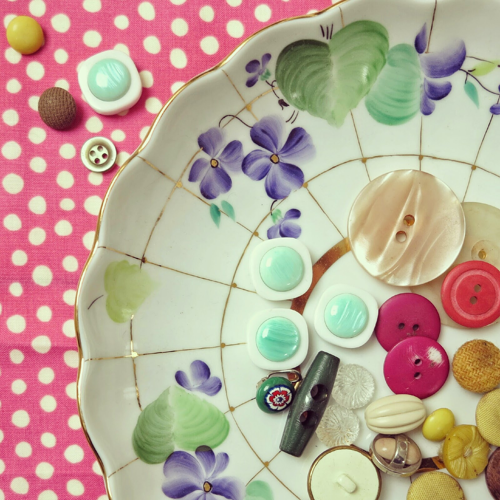 byHaafner, vintage, buttons, dots