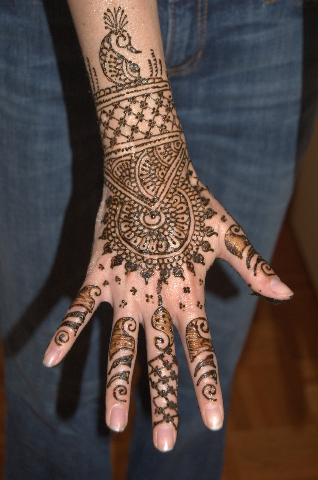 Cool Mehndi Designs On Back Hand