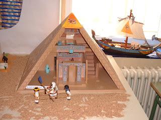 Blog c p jose antonio la roda abril 2012 for Interior de una piramide