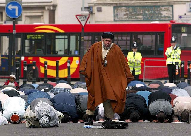 Orações públicas em Londres incluem apelo a cumprir os 'pilares do Islã', entre os quais se conta a 'guerra santa'.
