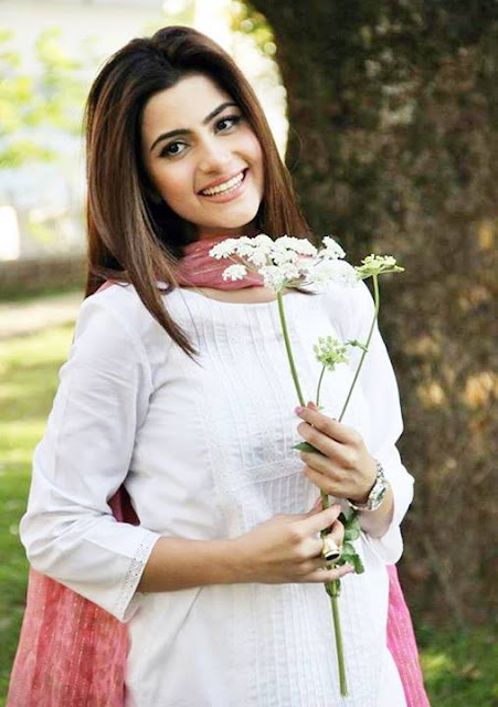 Sohai Ali Abro On the shoot of Khoya Khoya Chand
