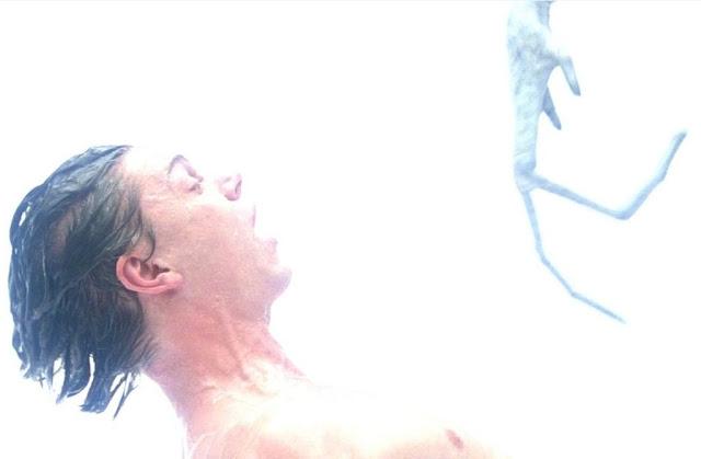 Evan Peters y su deseo de una temporada de 'American Horror Story' centrada en extraterrestres