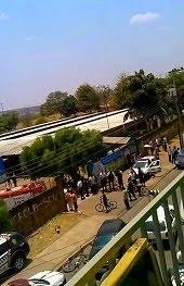 Adolescente baleado na frente da escola 209