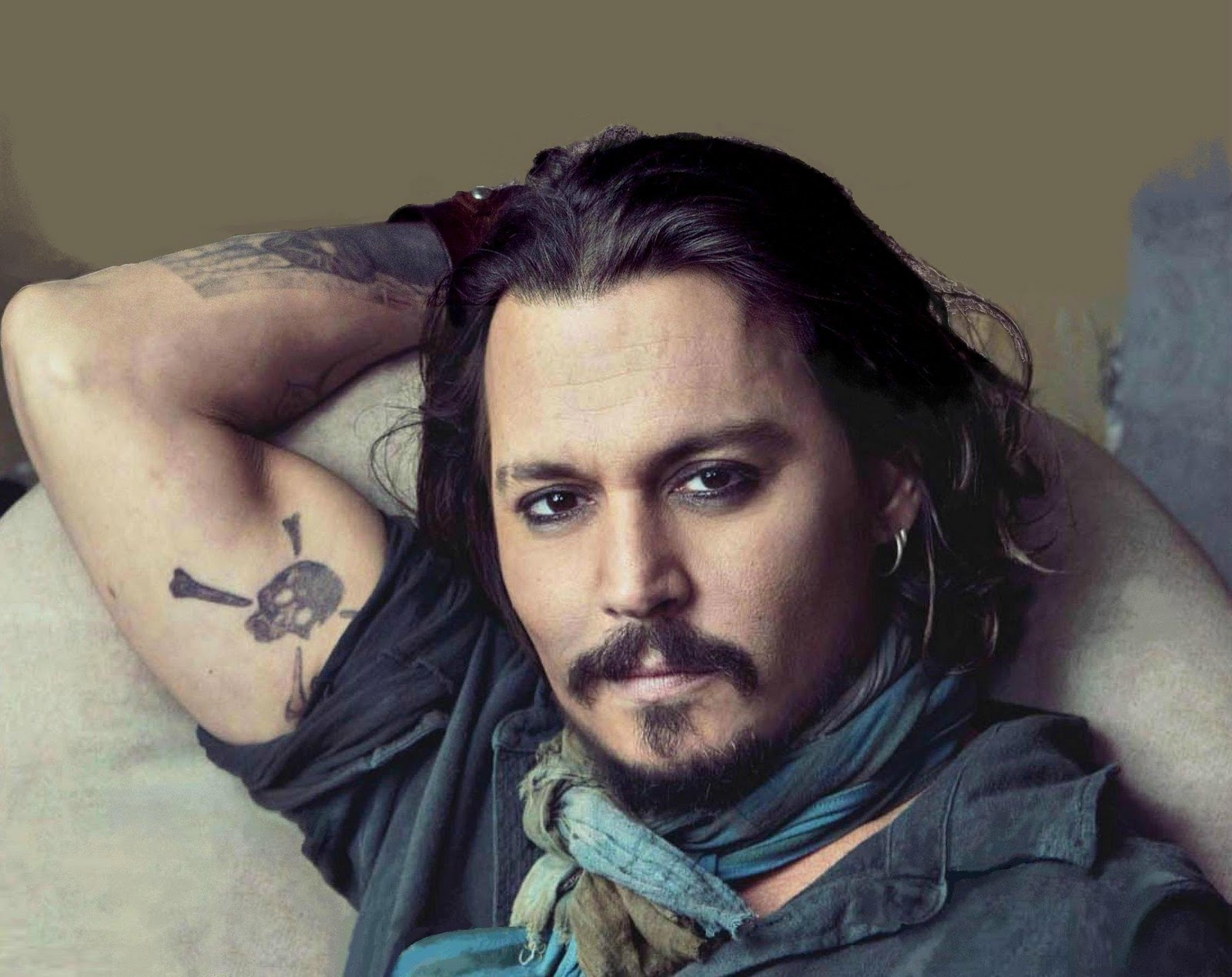 http://3.bp.blogspot.com/-HYumlDu5xUs/TyTt36bBVSI/AAAAAAAAAB4/jm8qBuml2y4/s1600/Favorite+Celebrity+Tattoo+Design+Johnny+Depp+or+better+known+as+Jack+sparrow+from+Pirates+of+the+Caribbean.jpg