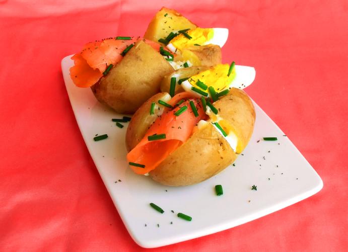 patate al forno con salmone affumicato e formaggio