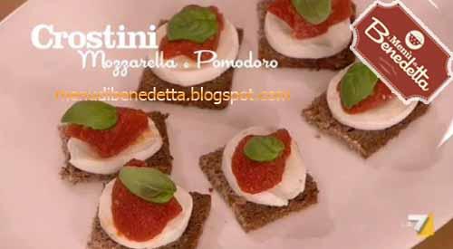 Crostini mozzarella e pomodoro ricetta da i men di for Mozzarella in carrozza parodi