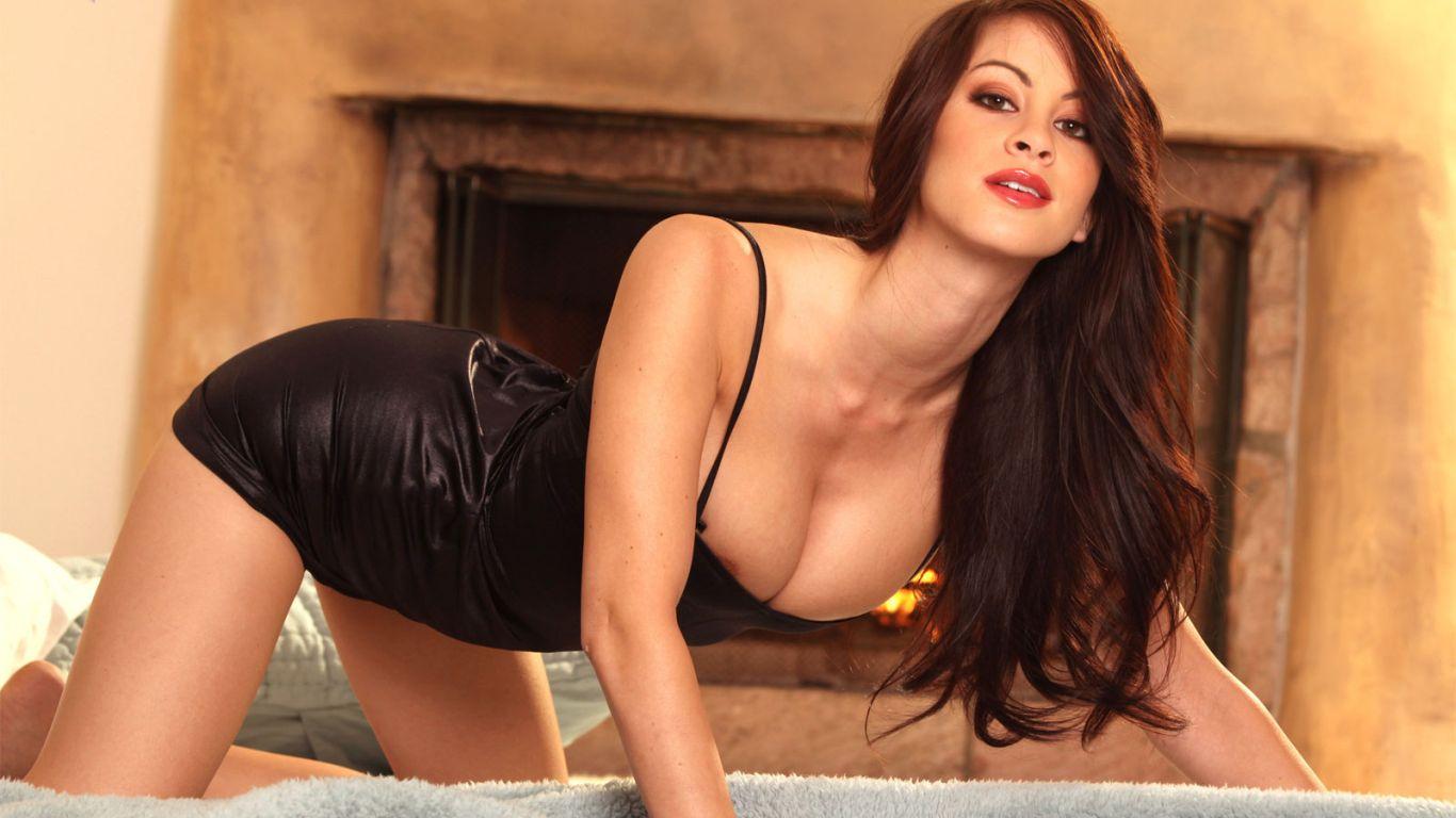 Смотреть порно онлайн брюнетка в обтягивающем платье в чулках 9 фотография
