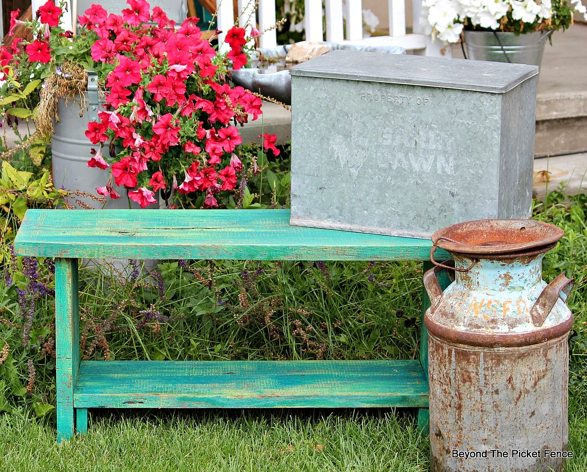 reclaimed barnwood bench http://bec4-beyondthepicketfence.blogspot.com/2014/08/a-reclaimed-oak-barnwood-bench.html
