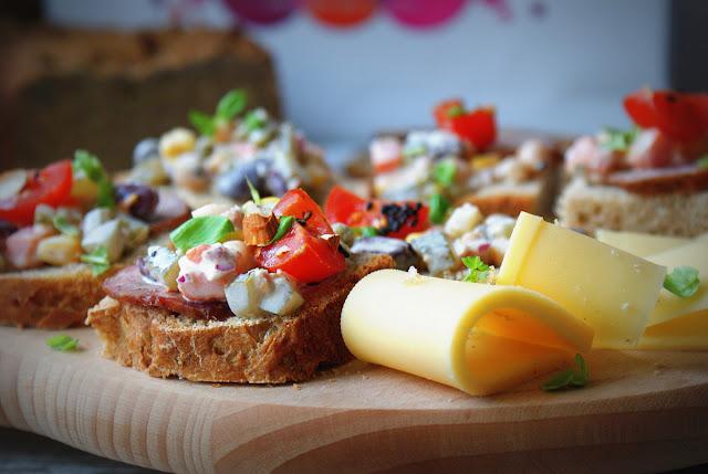Symbio,chleb,chleb ziołowy,pestki z dyni,pietruszka, natka pietruszki,