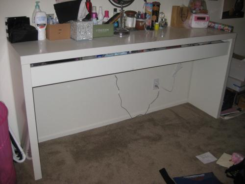 Wonderful Teagan In The T Dot O Desk Dilemna. White Lacquer Vanity Table