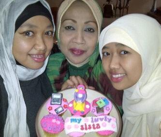 Naymi Cake Factory: Cupcakes Birthday Hijab, Laptop & Tab, Buku-Buku