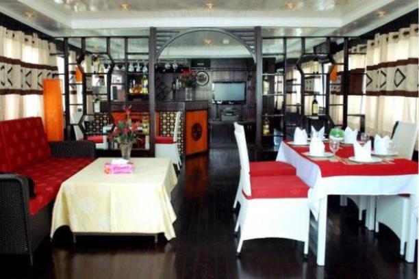 Restaurant - Paloma Cruise