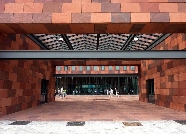 07-Museum-aan-de-Stroom-by-Neutelings-Riedijk-Architects