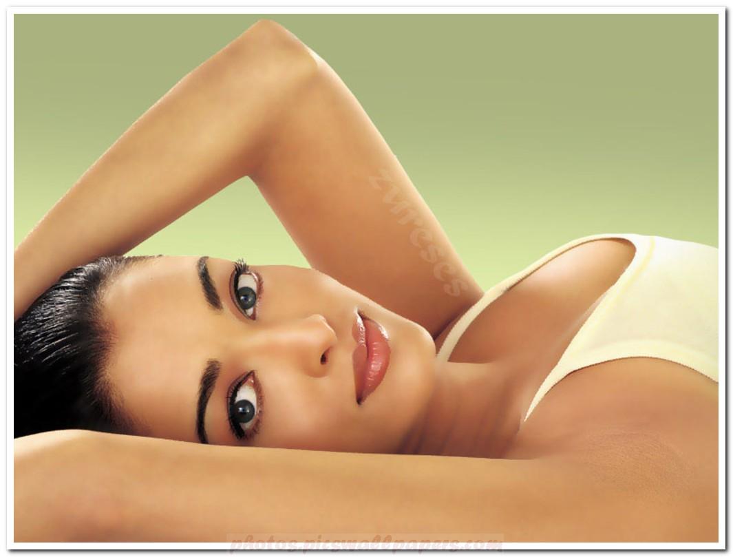 Aishwarya Rai Sexy Bikini Photo