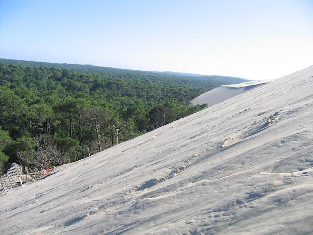 http://gubuk-fakta.blogspot.com/2013/12/pyla-bukit-pasir-raksasa-yang-bisa.html