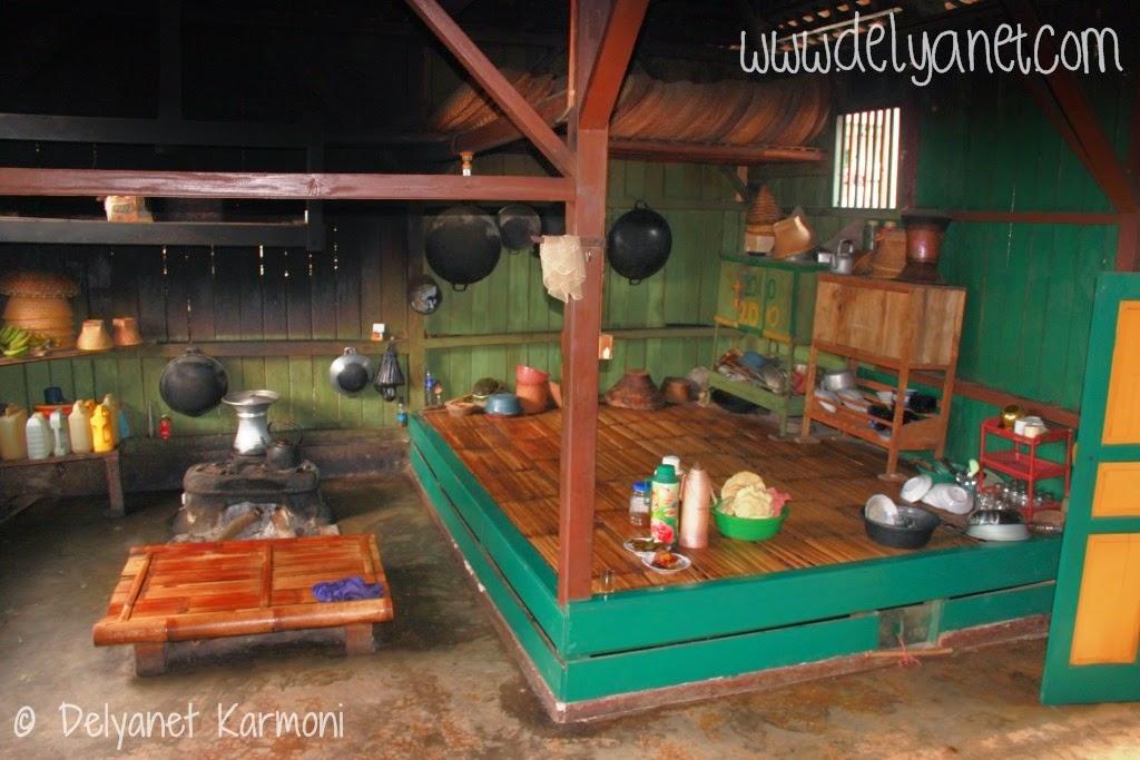 Bagian dapur rumah adat Kampung Urug