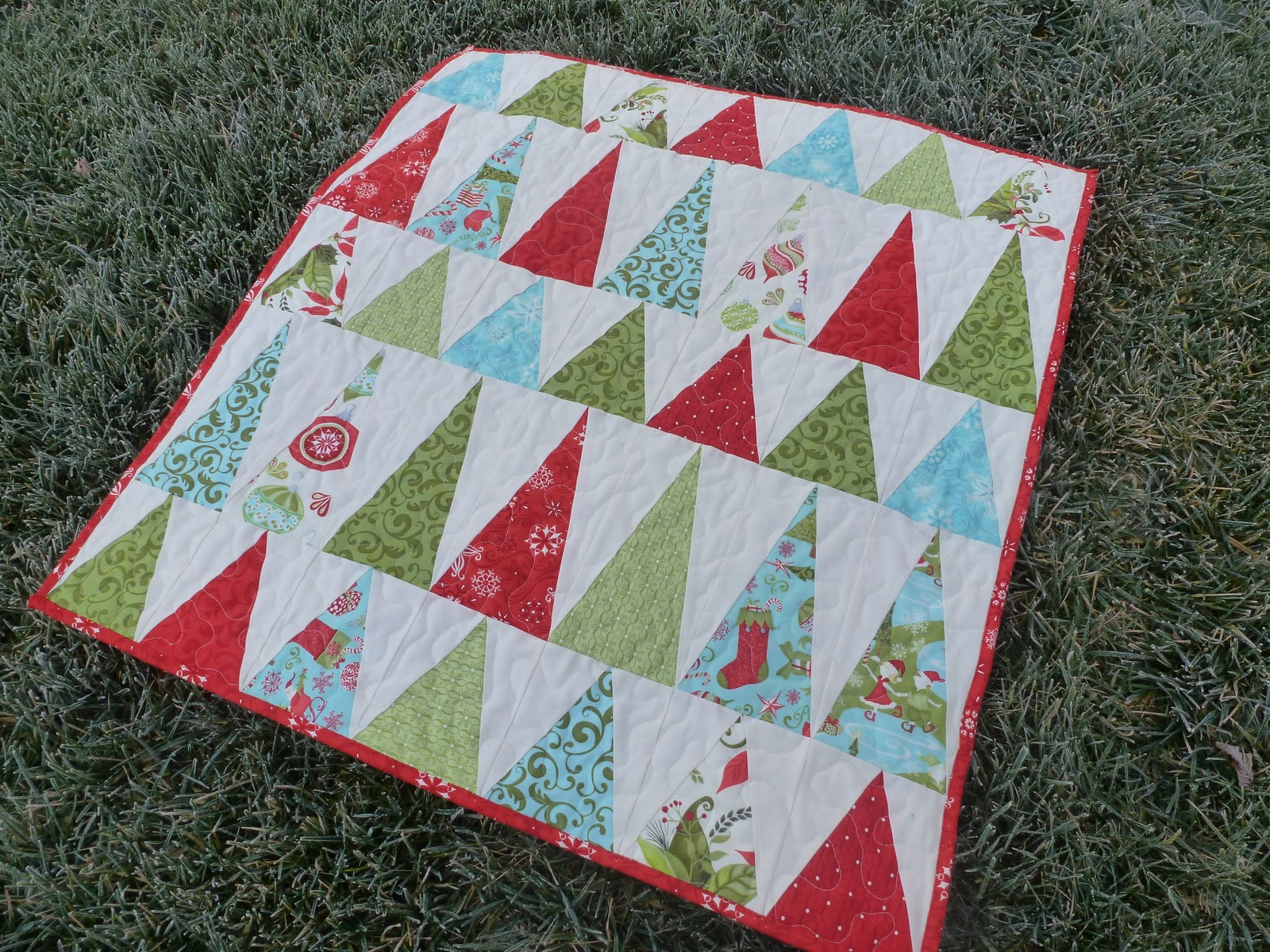 Fishing Line Christmas Tree Patterns http://www.genxquilters.com/2011/12/christmas-trees-quilt.html