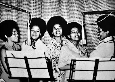 The Queens and Ndlondlo Bashise Band - Baratsale - Nginothando