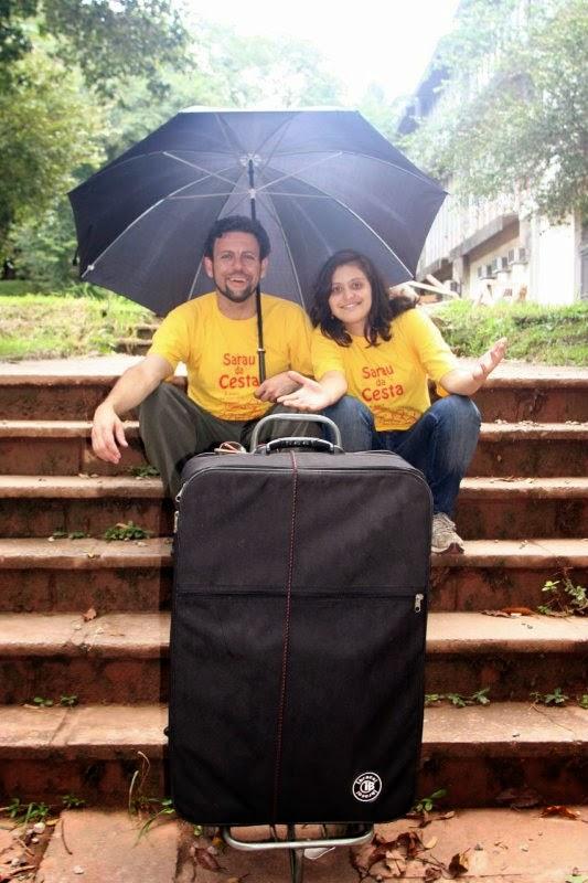 Claudio Laureatti e Tatiana Busato a caminho do Sarau do Metrô (POIESIS). Sarau da Cesta CONVIDADO