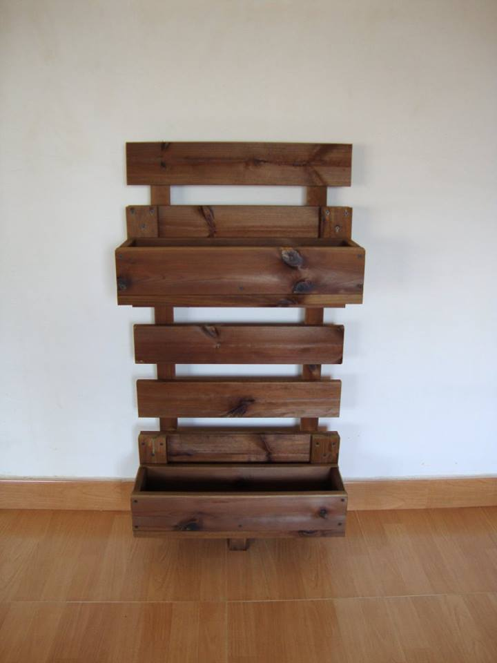 Jardinera para celosias for Jardinera de madera vertical