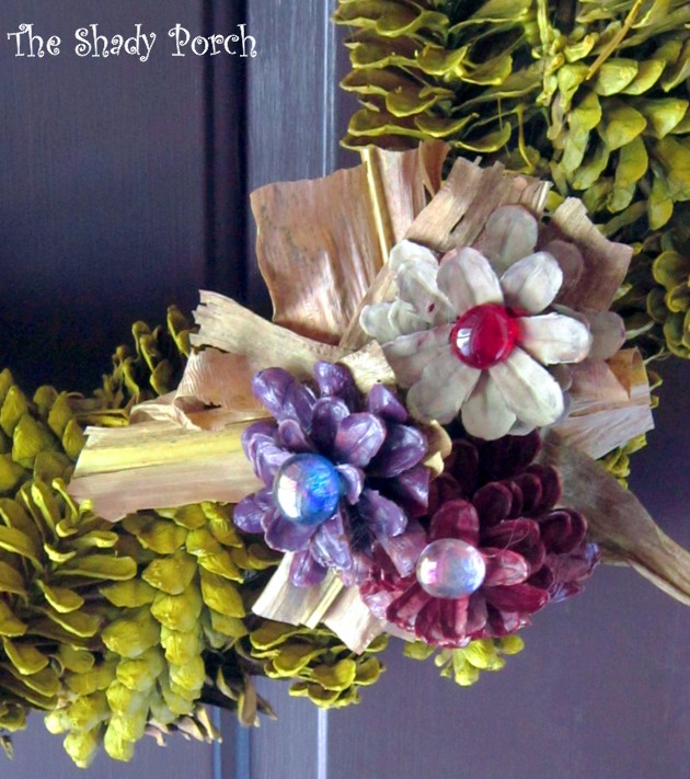 Pine Cone Wreath for Fall #Crafts #DIY #Pine cone #pinecones #decorations #autumn #fall #wreath