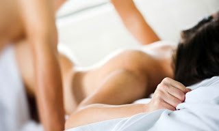 É possível ter prazer no sexo anal. Confira dicas para aproveitar ao máximo