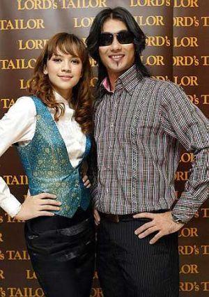 Farid Kamil Dan Diana Danielle Bertunang