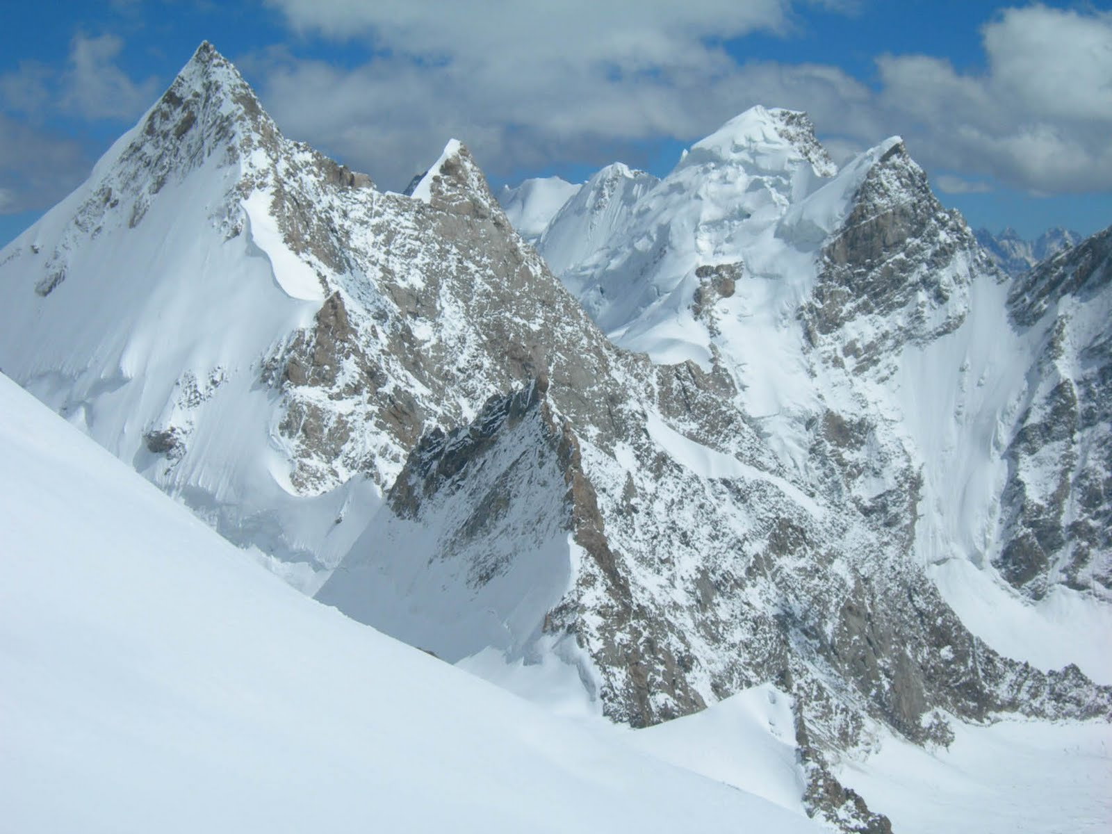 alpine mountains revealed beneath antarctic ice travel