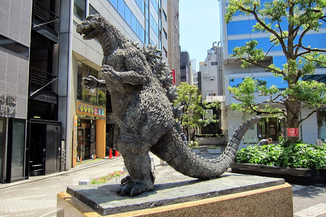 estatua de Godzilla en Hibiya Chanter