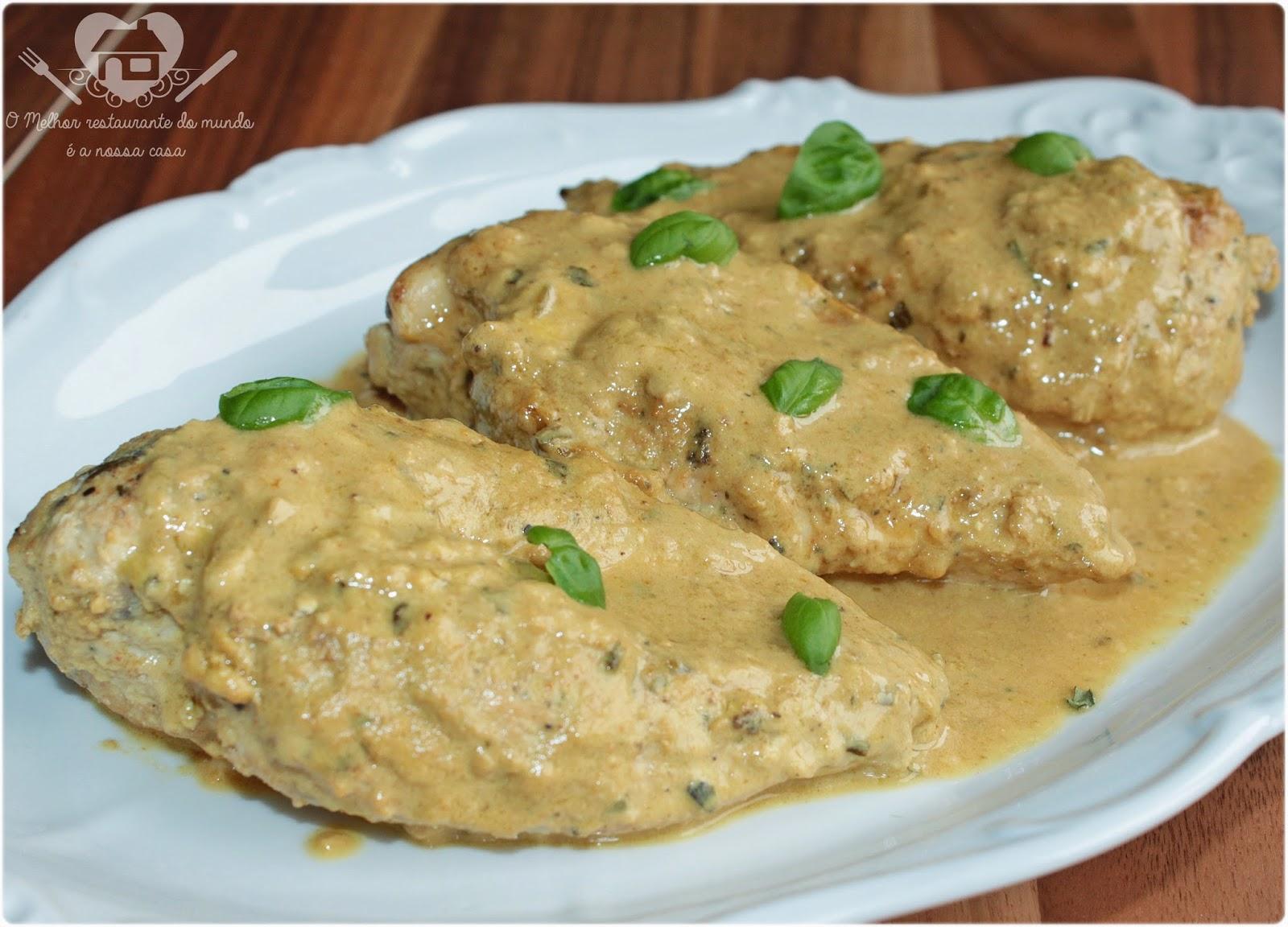 files de peito de frango cremos ao molho de mostarda dijon com vinho branco e cream cheese