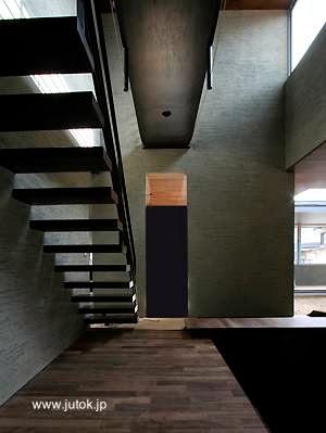 Escalera interior en casa japonesa Minimalista