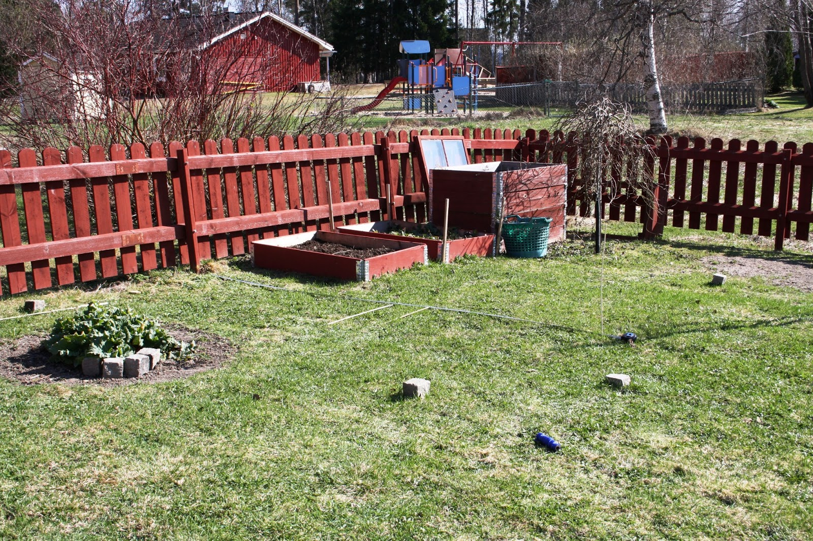 Lantligt i smultronbacken - my home: Köksträdgården från början ...
