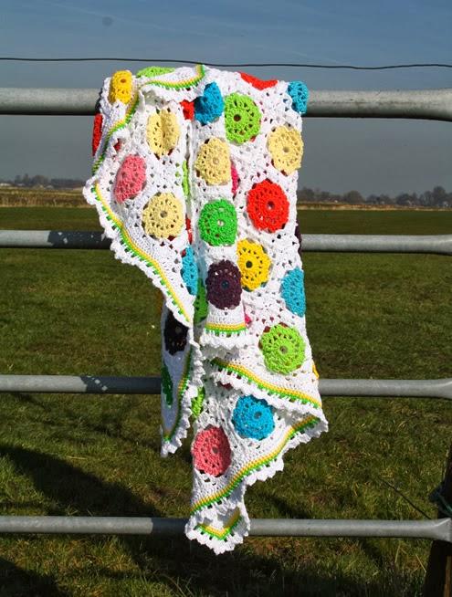 Flower in square crochet blanket
