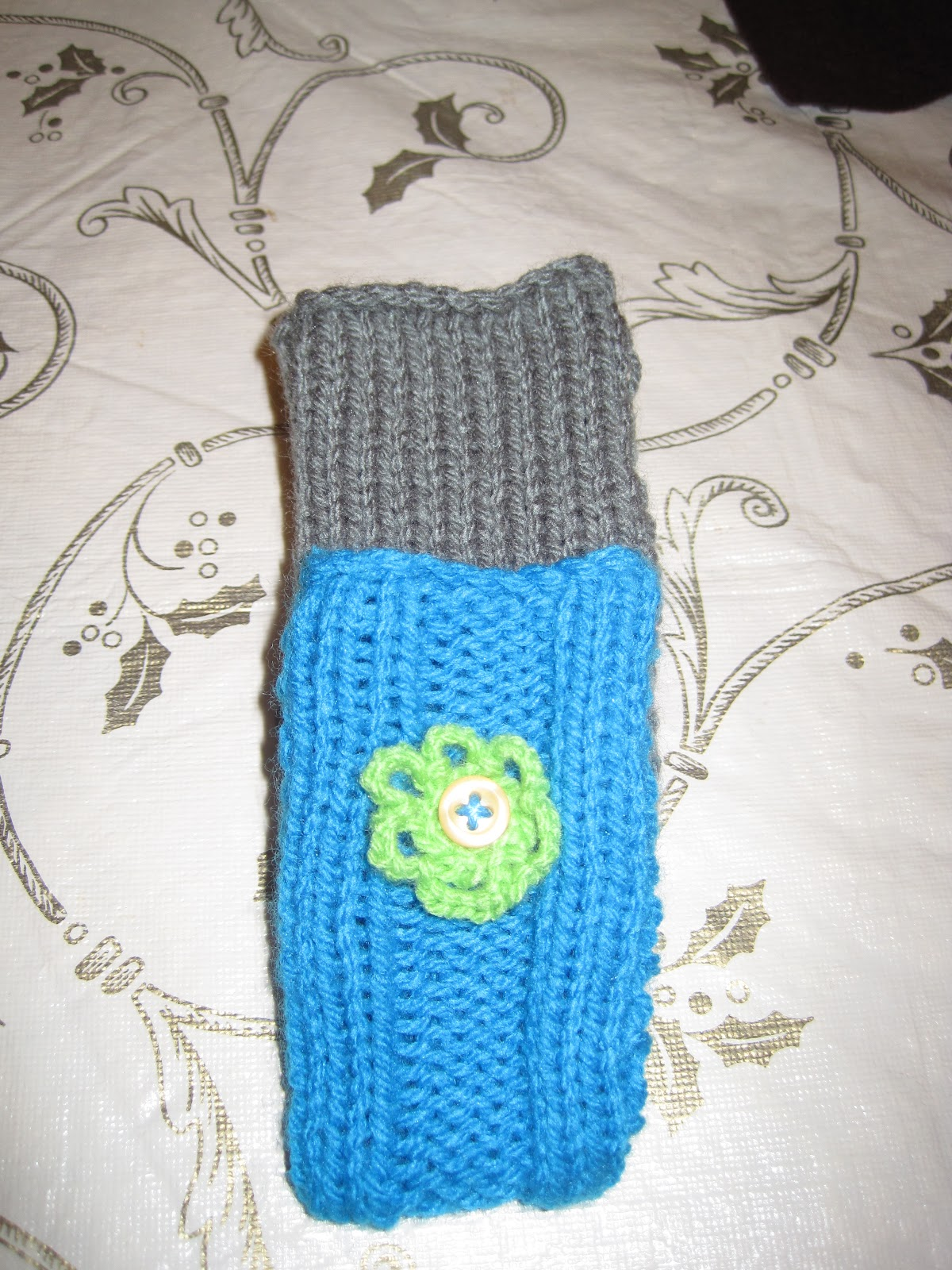 Knitting Patterns For Phone Socks : Every Day is a New Creation: Knitted Mobile Phone Socks