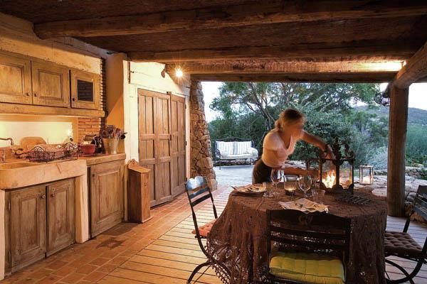 Domaine_murtoli_cocina exterior de verano _Corsega_